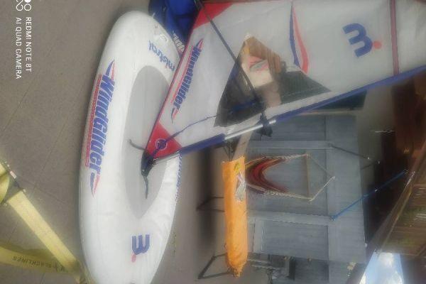 Ein Windglider von Mistral Wasser Spaß für die ganze Familie