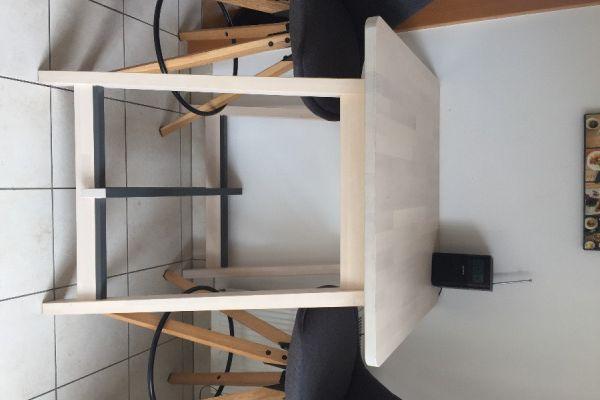 Möbelverkauf - Tische und Stühle