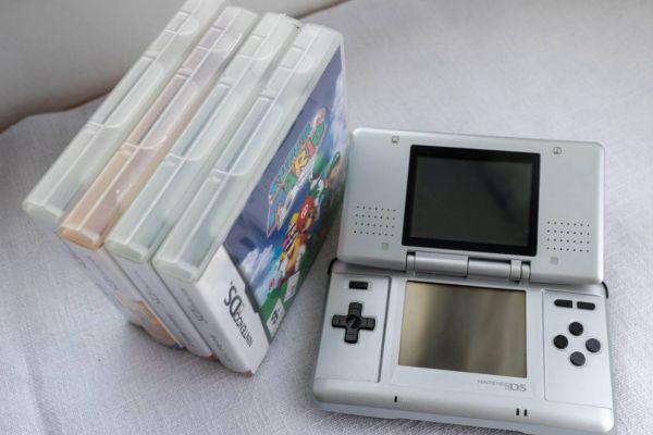 Nintendo DS mit Spielen und Koffer