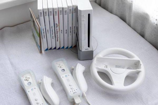 Wii mit Spielen, 2 Controller, Lenkrad