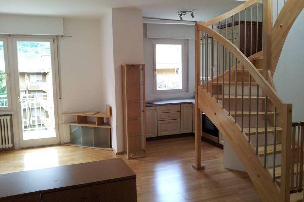 Vermiete große, helle 2 Zimmerwohnung + Dachboden