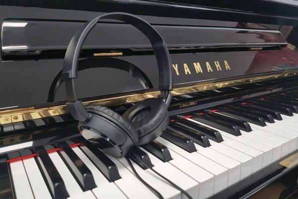 YAMAHA Klavier U 1, schwarz poliert-mit Silent- kostenlose Lieferung!