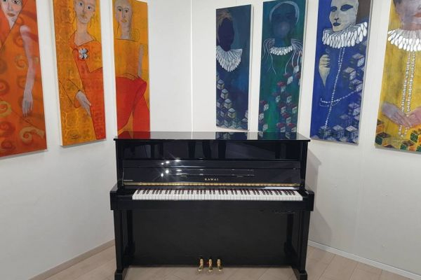 Kawai Klavier mit einem Silent System! Klavierspielen mit Kopfhörer