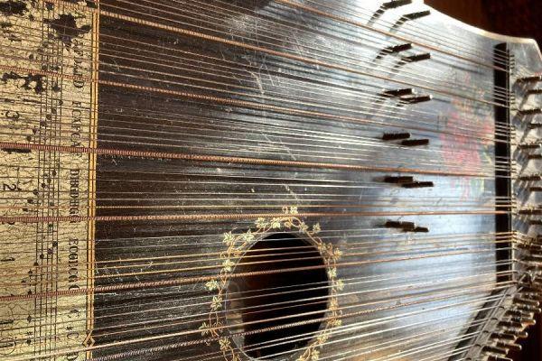 Alte Zither Salon Harfe (Dekoration, funktionsuntüchtig)