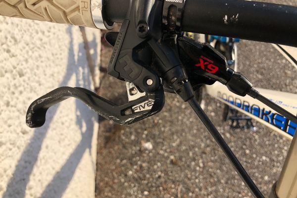 Downhill Fahrrad Mondraker summum pro team