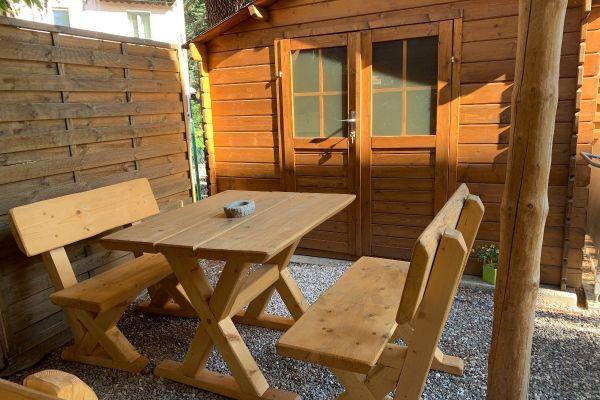 Rustikale Gartengarnitur -Tisch mit zwei Bänke /massiv Holz