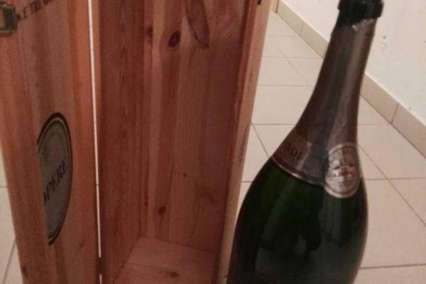 Holzbox mit Flasche